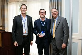 DEKOM CEO Jorg Weisflog with Lifesize award