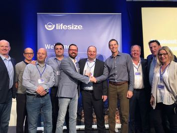 DEKOM EMEA represented by Bjorn Heisterkamp, Jesús Garzón Calvo, Jorg Weisflog and Arwed Plate receives award from Lifesize leadership (3)