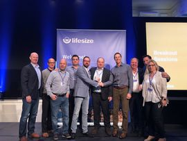 DEKOM EMEA represented by Bjorn Heisterkamp, Jesús Garzón Calvo, Jorg Weisflog and Arwed Plate receives award from Lifesize leadership (1)