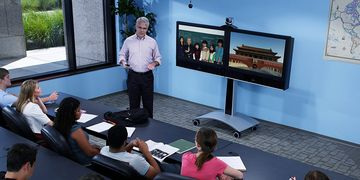 Polycom HDX 7000 In Use 02