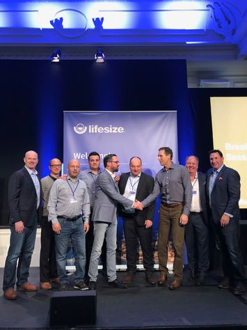DEKOM EMEA represented by Bjorn Heisterkamp, Jesús Garzón Calvo, Jorg Weisflog and Arwed Plate receives award from Lifesize leadership (2)